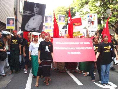 在日ビルマ人のデモ