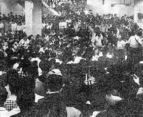 フォークゲリラ 新宿西口 5千人が集まった69年7・15
