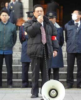 釜ケ崎住民票剥奪抗議に駆けつけた川村さん