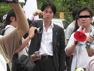 三鷹の反戦パネル展を妨害する在特会(8)