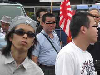 三鷹の反戦パネル展を妨害する在特会(12)