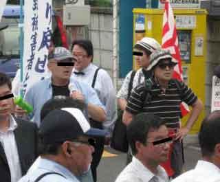 三鷹の反戦パネル展を妨害する在特会(2)
