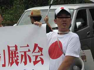 三鷹の反戦パネル展を妨害する在特会(14)