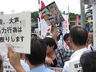 三鷹の反戦パネル展を妨害する在特会(17)