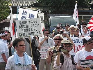 三鷹の反戦パネル展を妨害する在特会(3)