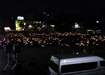 沖縄県民集会連帯アクション キャンドルの人文字