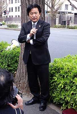 宜野湾市長の伊波洋一さん