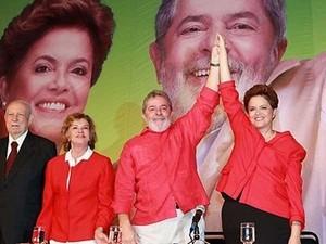 与党・労働党のルセフ候補。左は現職のルラ大統領