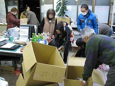 吉川ひろし事務所での救援物資仕分け作業