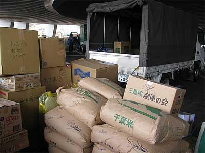 いわき市に到着した吉川ひろし事務所の救援物資