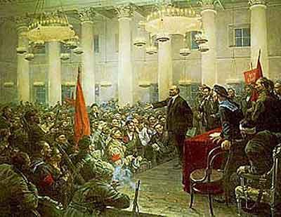 スモーリヌイのホールで演説するレーニン