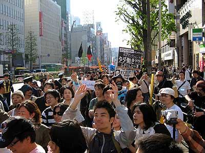 2007.04.30 自由と生存のメーデー'07~プレカリアートの反攻 420人の若者が新宿サウンドデモ