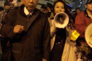 投稿】4/7夜、在特会ら30名が警官目前で戸田を執拗に襲撃!ケガはないがメガネ失う被害に!