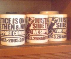 「3・26管制塔基金」のマグカップ