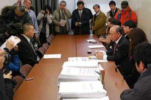 生活保護削減:10万人反対署名 市民団体が厚労省に提出
