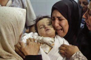 虐殺された赤ちゃんと泣き叫ぶ母親/イスラエルに国際社会からの制裁を!