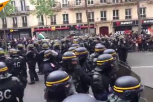 2017.05.08 マクロン仏新大統領に抗議デモ 機動隊が弾圧 パリ