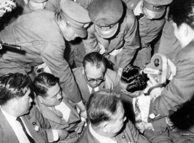 60年安保 警察隊500人を国会内に導入。野党議員を強制排除し自民党単独で強行採決