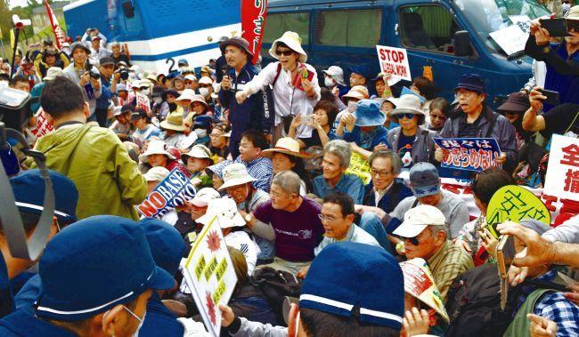 辺野古ゲート前500人行動