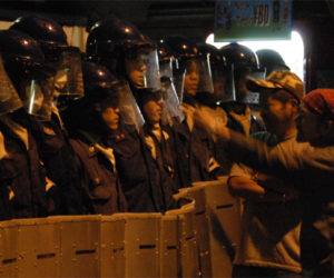 西成署に抗議する労働者(2008釜ヶ崎)
