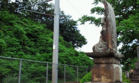 松川事件慰霊碑のうちの一つ