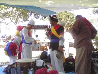 韓国伝統打楽器 のチャングを演奏する「ウリジ」