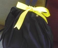 NO!のイエローカードを突きつける意味での黄色いリボンをみんなでつけました。