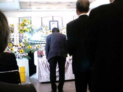 葬儀は無宗教による献花でした
