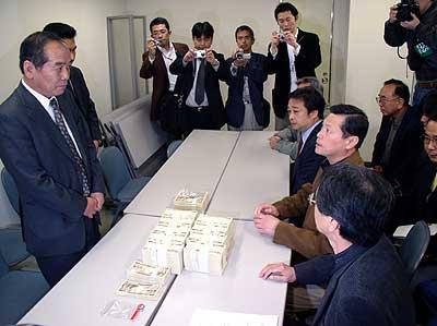 20051111管制塔カンパ闘争叩きつけ行動