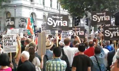 ロンドンでシリア軍事介入反対デモ