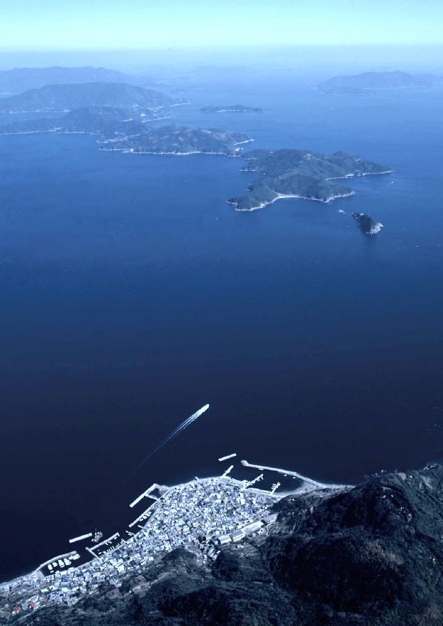 祝島上空より、田ノ浦:上関原発建設予定地方面を望む