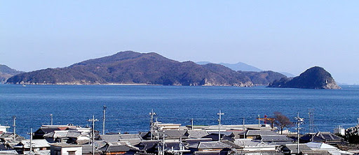 祝島より原発建設予定地・田ノ浦を望む