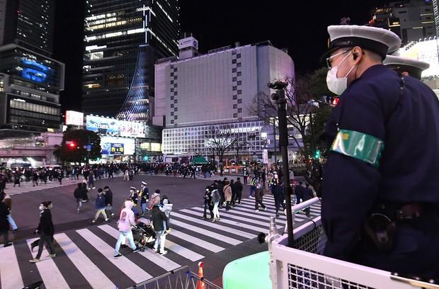 2020 年越しイベント中止の渋谷「人出は3分の1」 警備員が混雑緩和呼びかけ