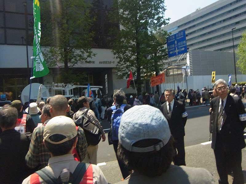 日本「主権回復の日」記念式典抗議集会 10